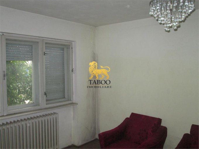 vanzare apartament cu 2 camere, semidecomandat, in zona Lucian Blaga, orasul Sebes