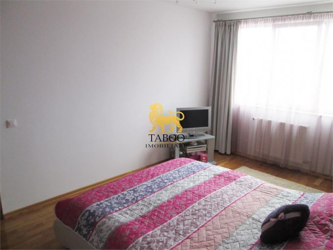 Alba Alba Iulia, zona Centru, apartament cu 3 camere de vanzare