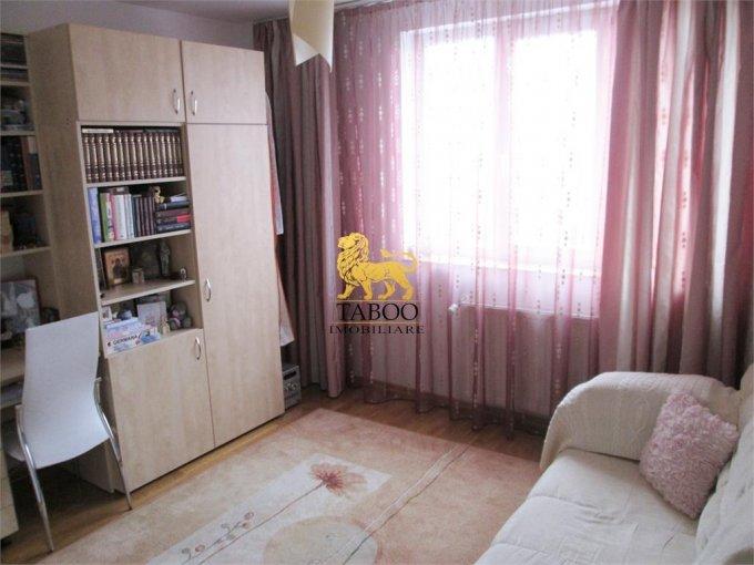vanzare apartament cu 3 camere, decomandat, in zona Centru, orasul Alba Iulia