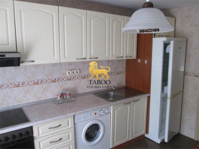 Apartament cu 3 camere de inchiriat, confort 1, zona Lucian Blaga,  Sebes Alba