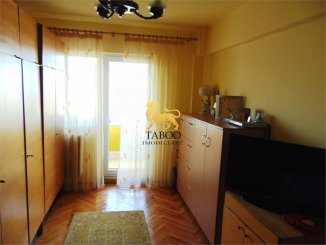 Alba Alba Iulia, zona Tolstoi, apartament cu 3 camere de vanzare