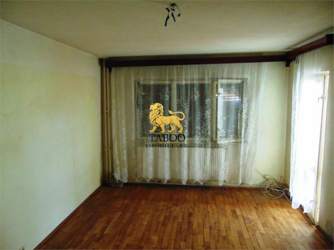 agentie imobiliara vand apartament decomandat, in zona Industriala, orasul Alba Iulia