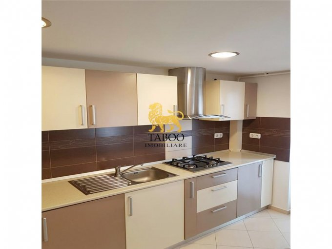 vanzare apartament cu 3 camere, decomandat, orasul Sebes