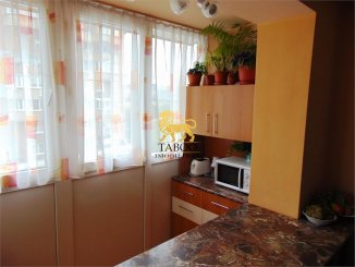 Apartament cu 3 camere de vanzare, confort 2, zona Ampoi 1,  Alba Iulia Alba