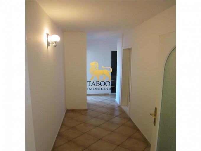 Apartament cu 4 camere de vanzare, confort 1, zona Lucian Blaga,  Sebes Alba