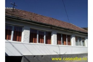 vanzare casa cu 2 camere, localitatea Cetea, suprafata utila 70 mp