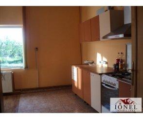 agentie imobiliara vand Casa cu 3 camere, comuna Vintu de Jos