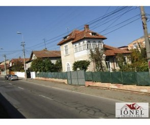 Alba Alba Iulia, zona Centru, casa cu 4 camere de vanzare de la agentie imobiliara