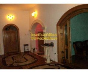 Alba Alba Iulia, zona Cetate, vila cu 5 camere de vanzare de la agentie imobiliara