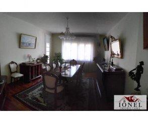 agentie imobiliara vand Vila cu 2 etaje, 9 camere, zona Centru, orasul Alba Iulia