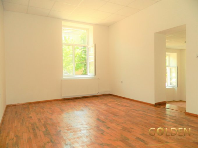 Apartament vanzare Intim cu 2 camere, la Parter, 1 grup sanitar, cu suprafata de 49 mp. Arad, zona Intim.