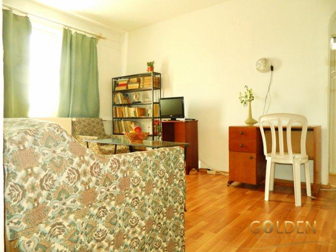 Apartament vanzare Arad 2 camere, suprafata utila 35 mp, 1 grup sanitar. 35.500 euro negociabil. Etajul 4. Apartament Intim Arad
