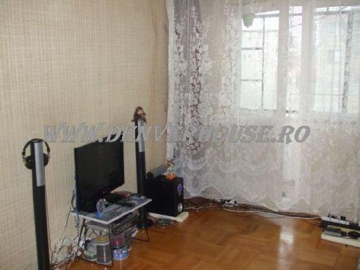 agentie imobiliara vand apartament semidecomandat, in zona Sega, orasul Arad