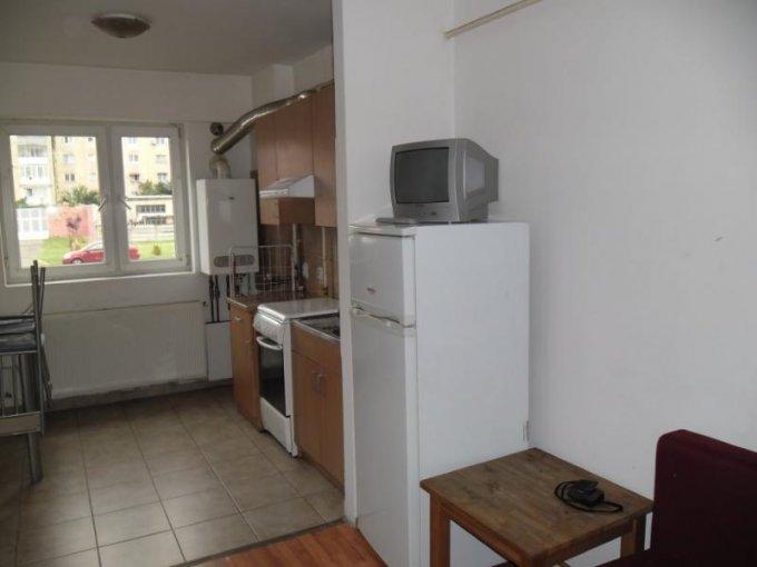 agentie imobiliara inchiriez apartament decomandat, in zona Confectii, orasul Arad