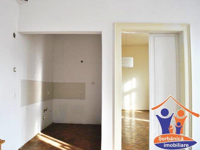 vanzare apartament semidecomandat, zona Ultracentral, orasul Arad, suprafata utila 77.04 mp