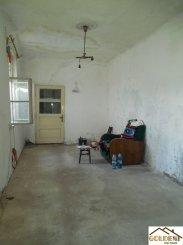 agentie imobiliara vand apartament decomandat, in zona Boul Rosu, orasul Arad