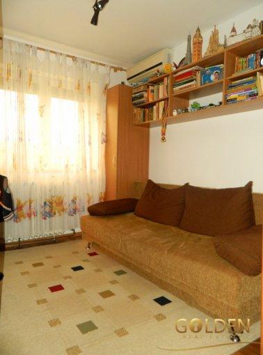 vanzare apartament semidecomandat, zona Romanilor, orasul Arad, suprafata utila 65 mp