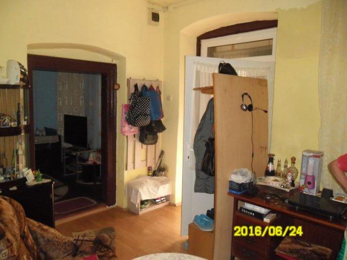 agentie imobiliara vand apartament semidecomandat, in zona Boul Rosu, orasul Arad