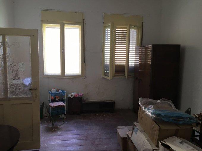 vanzare apartament semidecomandat, zona Ultracentral, orasul Arad, suprafata utila 60 mp