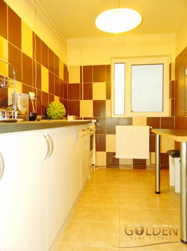 vanzare apartament semidecomandat, zona Aurel Vlaicu, orasul Arad, suprafata utila 71 mp