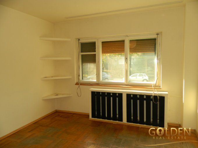 vanzare Apartament Arad cu 2 camere, cu 1 grup sanitar, suprafata utila 65 mp. Pret: 42.000 euro negociabil.