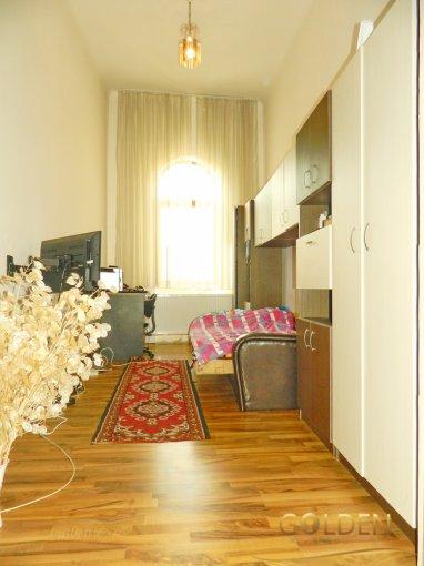 vanzare Apartament Arad cu 2 camere, cu 1 grup sanitar, suprafata utila 101 mp. Pret: 46.000 euro negociabil. Incalzire: Centrala proprie a locuintei.