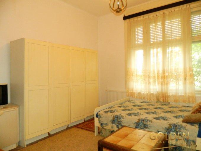 Apartament vanzare Centru cu 2 camere, la Parter, 1 grup sanitar, cu suprafata de 90 mp. Arad, zona Centru.