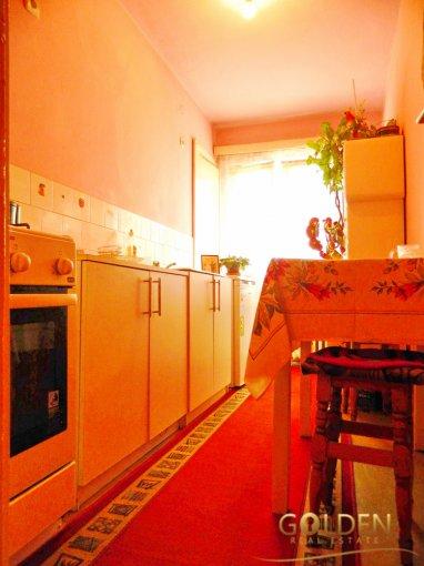 Apartament de vanzare direct de la agentie imobiliara, in Arad, in zona Aurel Vlaicu, cu 36.500 euro negociabil. 1 grup sanitar, suprafata utila 56 mp.