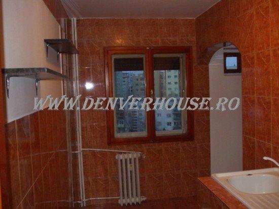 vanzare apartament decomandat, zona Aurel Vlaicu, orasul Arad, suprafata utila 65 mp