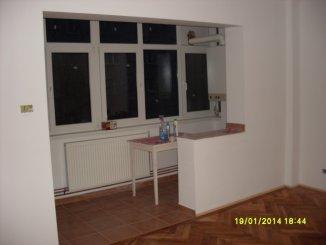 proprietar vand apartament semidecomandat, in zona Romanilor, orasul Arad