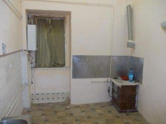 vanzare apartament cu 3 camere, semidecomandat, in zona Centru, orasul Arad