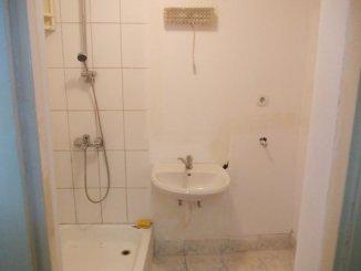 Apartament cu 3 camere de vanzare, confort 1, zona Centru,  Arad