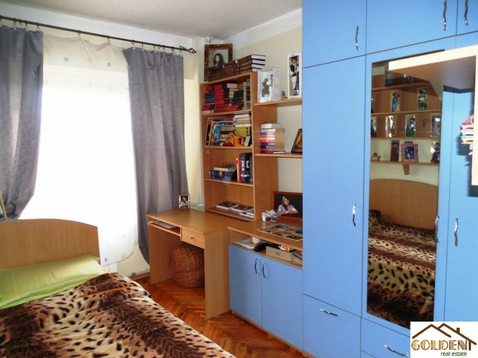 Arad, zona B-dul Revolutiei, apartament cu 3 camere de vanzare