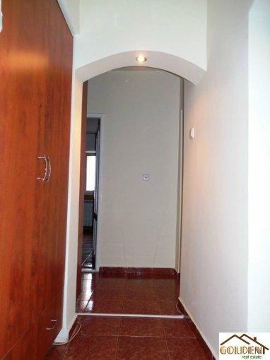 vanzare apartament decomandat, zona B-dul Revolutiei, orasul Arad, suprafata utila 80 mp