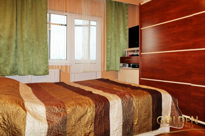Apartament cu 3 camere de vanzare, confort 1, zona UTA,  Arad