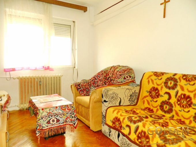 Apartament cu 3 camere de vanzare, confort 1, zona Aurel Vlaicu,  Arad