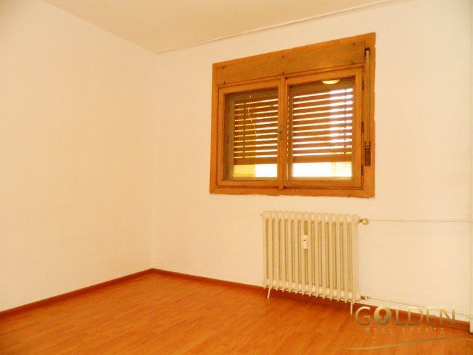 vanzare apartament cu 3 camere, semidecomandat, in zona Fortuna, orasul Arad