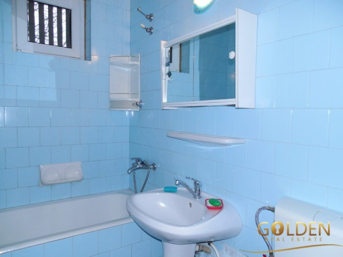 Apartament cu 3 camere de vanzare, confort 1, zona Podgoria,  Arad
