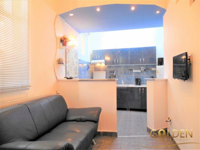 Apartament vanzare Arad 3 camere, suprafata utila 63 mp, 1 grup sanitar. 44.900 euro negociabil. La Parter. Apartament Intim Arad