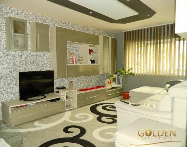 Apartament de vanzare in Arad cu 3 camere, cu 2 grupuri sanitare, suprafata utila 70 mp. Pret: 59.000 euro.