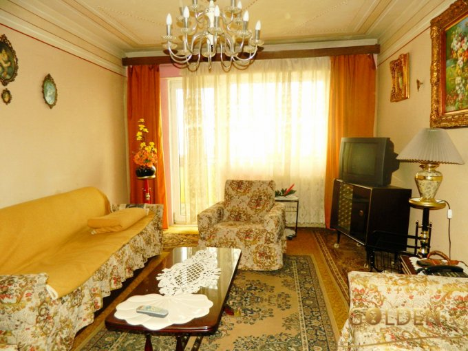 Apartament de vanzare direct de la agentie imobiliara, in Arad, in zona Podgoria, cu 52.000 euro negociabil. 2  balcoane, 1 grup sanitar, suprafata utila 70 mp.