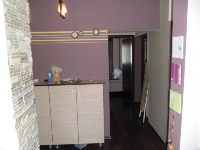 vanzare apartament cu 3 camere, decomandat, in zona Piata Garii, orasul Arad