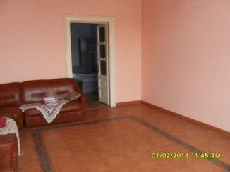 vanzare apartament cu 3 camere, decomandat, in zona Centru, orasul Arad