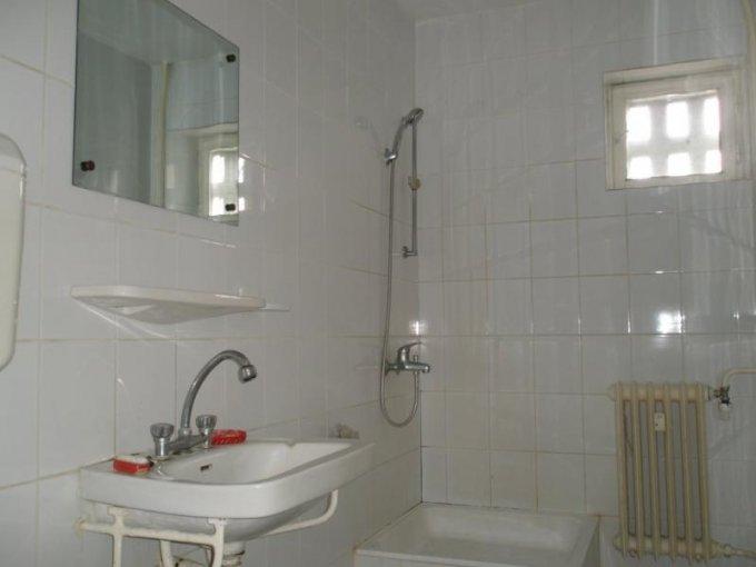 inchiriere apartament cu 3 camere, decomandat, in zona Ultracentral, orasul Arad