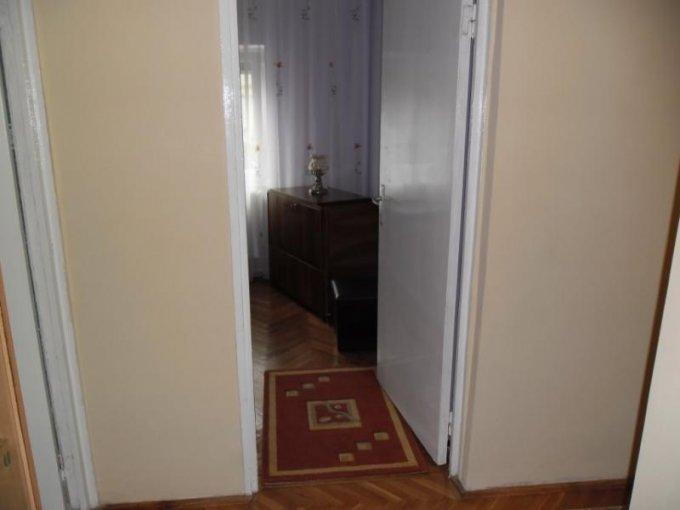 inchiriere apartament cu 3 camere, decomandat, in zona Boul Rosu, orasul Arad