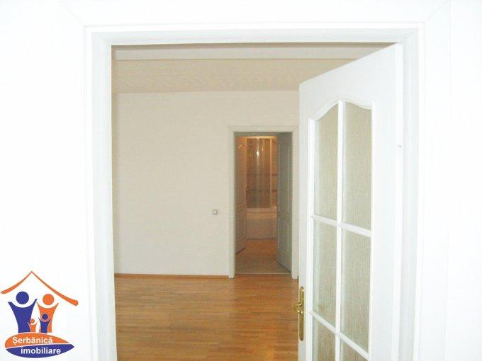 vanzare apartament cu 3 camere, decomandat, in zona Subcetate, orasul Arad