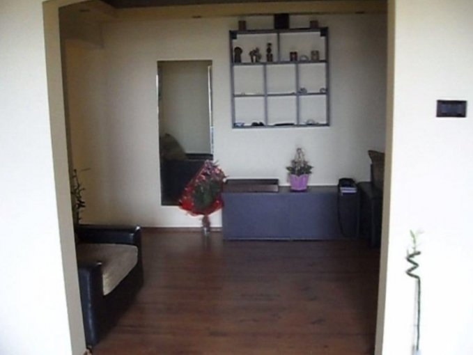 vanzare apartament decomandat, zona Aurel Vlaicu, orasul Arad, suprafata utila 120 mp