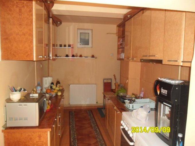 vanzare apartament decomandat, zona Aradul Nou, orasul Arad, suprafata utila 180 mp