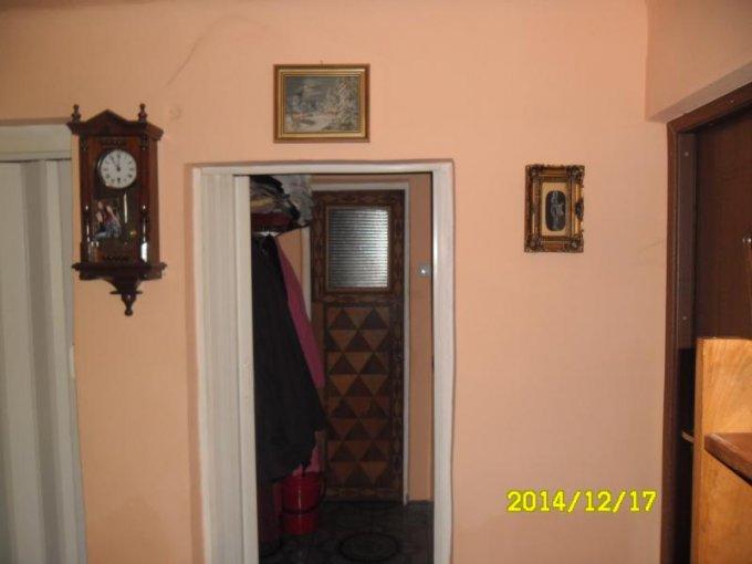 vanzare apartament cu 3 camere, semidecomandat, in zona Cartierul Functionarilor, orasul Arad