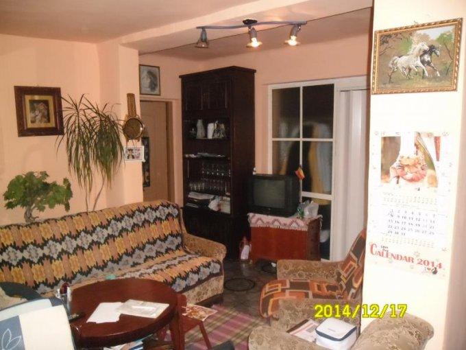Apartament cu 3 camere de vanzare, confort Lux, zona Cartierul Functionarilor,  Arad